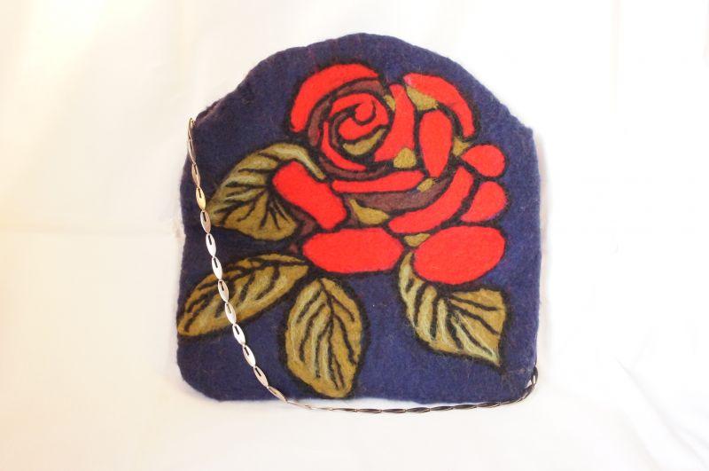 Валяный клатч (с розой) (арт. клатч с розой 6124).  КупитьДобавлено.